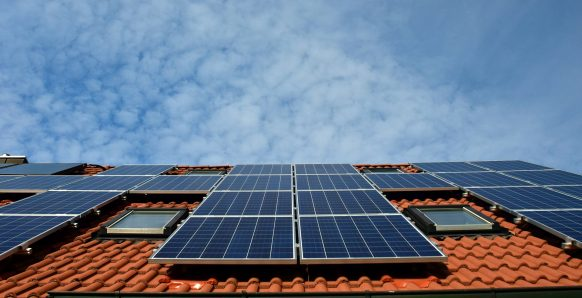 Solar Panel Cleaning – Avoid These 3 Mistakes